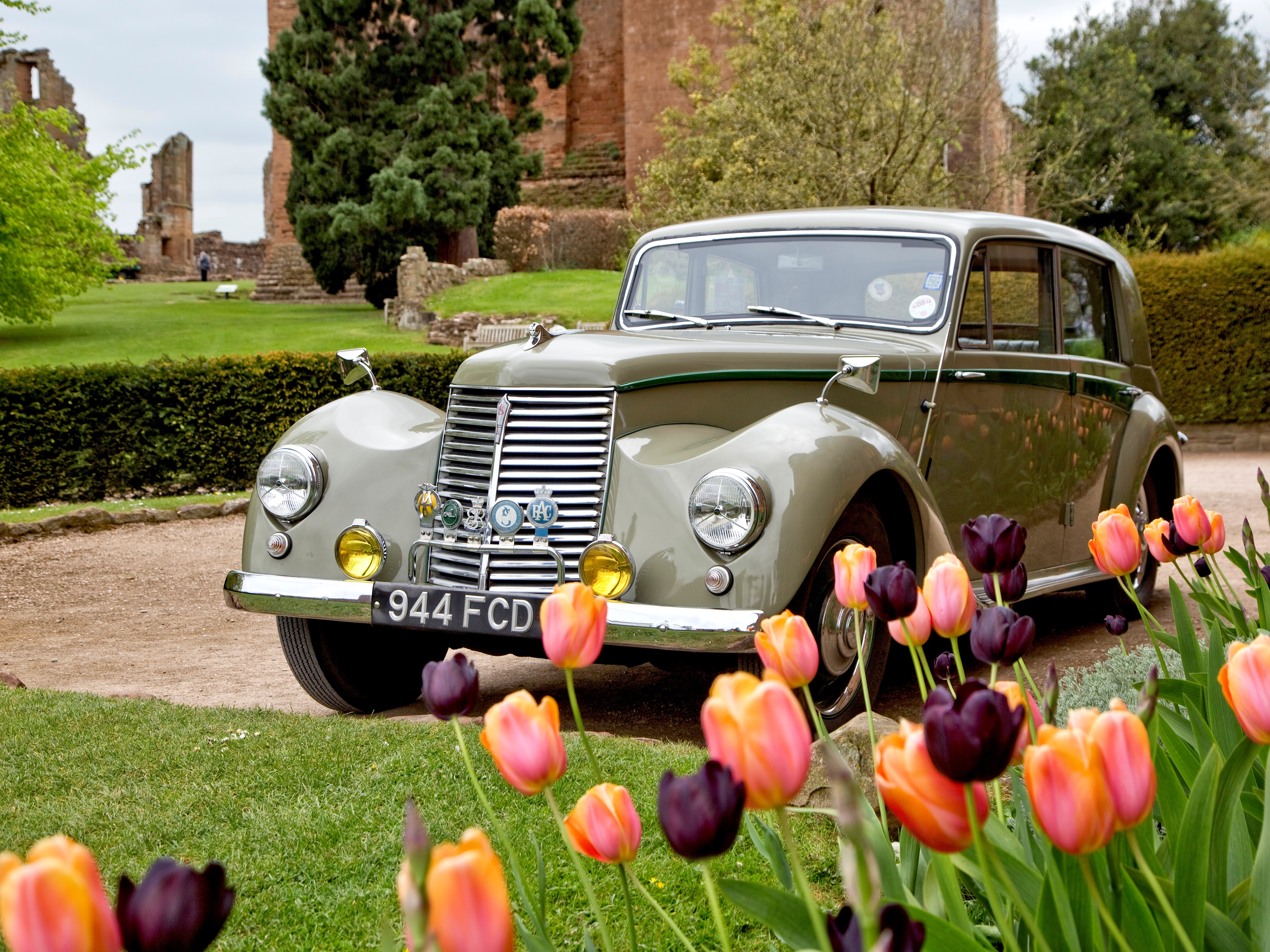 Kenilworth Castle celebrates the Thrilling Thirties